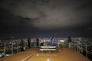 Visitors to Apsan Observatory can get an unobstructed nighttime view of Daegu. [JEON EUN-SEON]