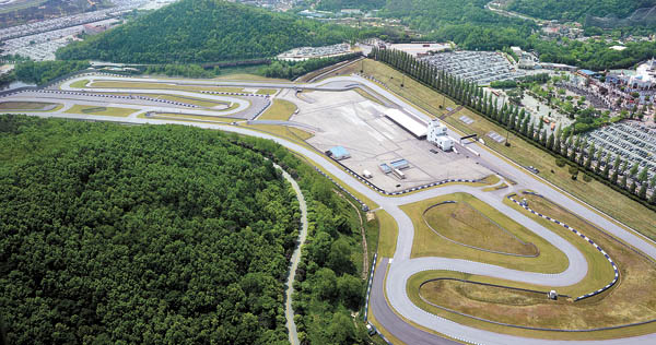 The aerial view of the Speedway that the Samsung is considering using as a test track for autonomous driving technology. It is Korea's first on-road race track where the group Chairman Lee Kun-hee used to race. [UNIVERSITY OF MICHIGAN/NEWSIS]