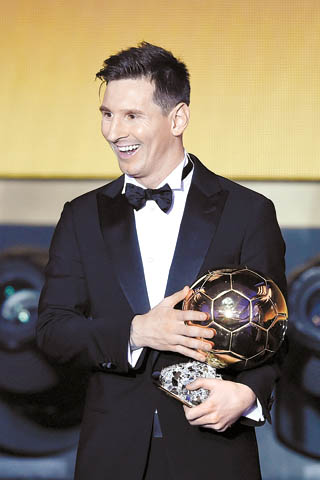 Argentina's Lionel Messi smiles with his trophy after winning the FIFA Ballon d'Or award at the Kongresshaus in Zurich, Switzerland, on Monday. [AP/NEWSIS]