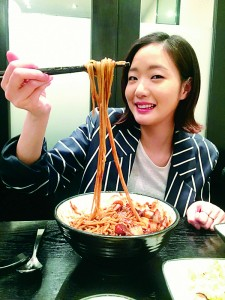 Kim Go-eun, a Korean actress, eating Jjajangmyeon to celebrate Black day as a single in Korea