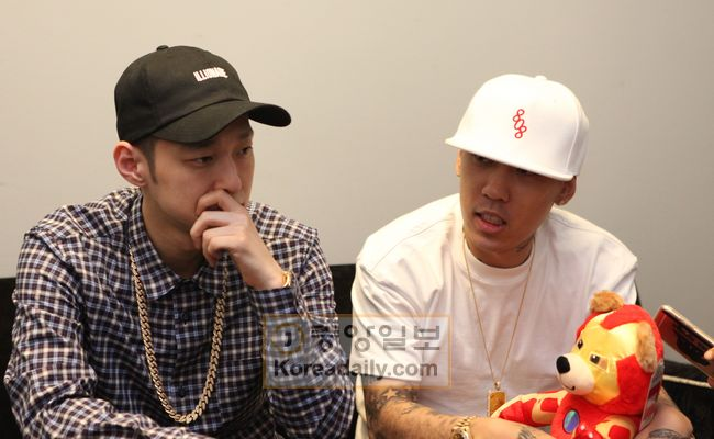 The Quiett and Dok2 hosta press conference before their third U.S. concert on July 23 at Center Stage in Atlanta, Georgia. [Korea Daily Photo]