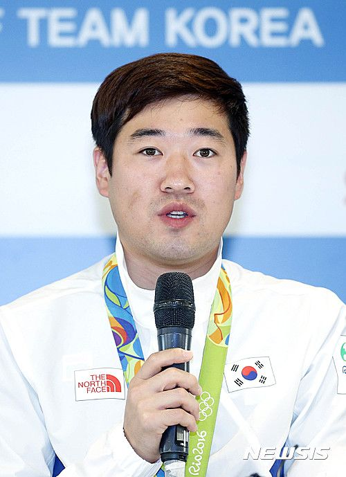 Shortly after his performance, Kim talked with reporters about Rio at the Korea House. [Newsis Photo]