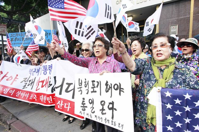"Around 30 Korean seniors gathered in front of the consulate office in L.A. on Nov. 4 to rally behind South Korean President Park Geun-hye amid the political scandal. Some of their chants included, ""Shoot pro-North Korean commies!"" ""Let's help President Park get married!"" and ""Moon Jae-in must resign!"" while waving the South Korean flag. Sang Jin Kim"