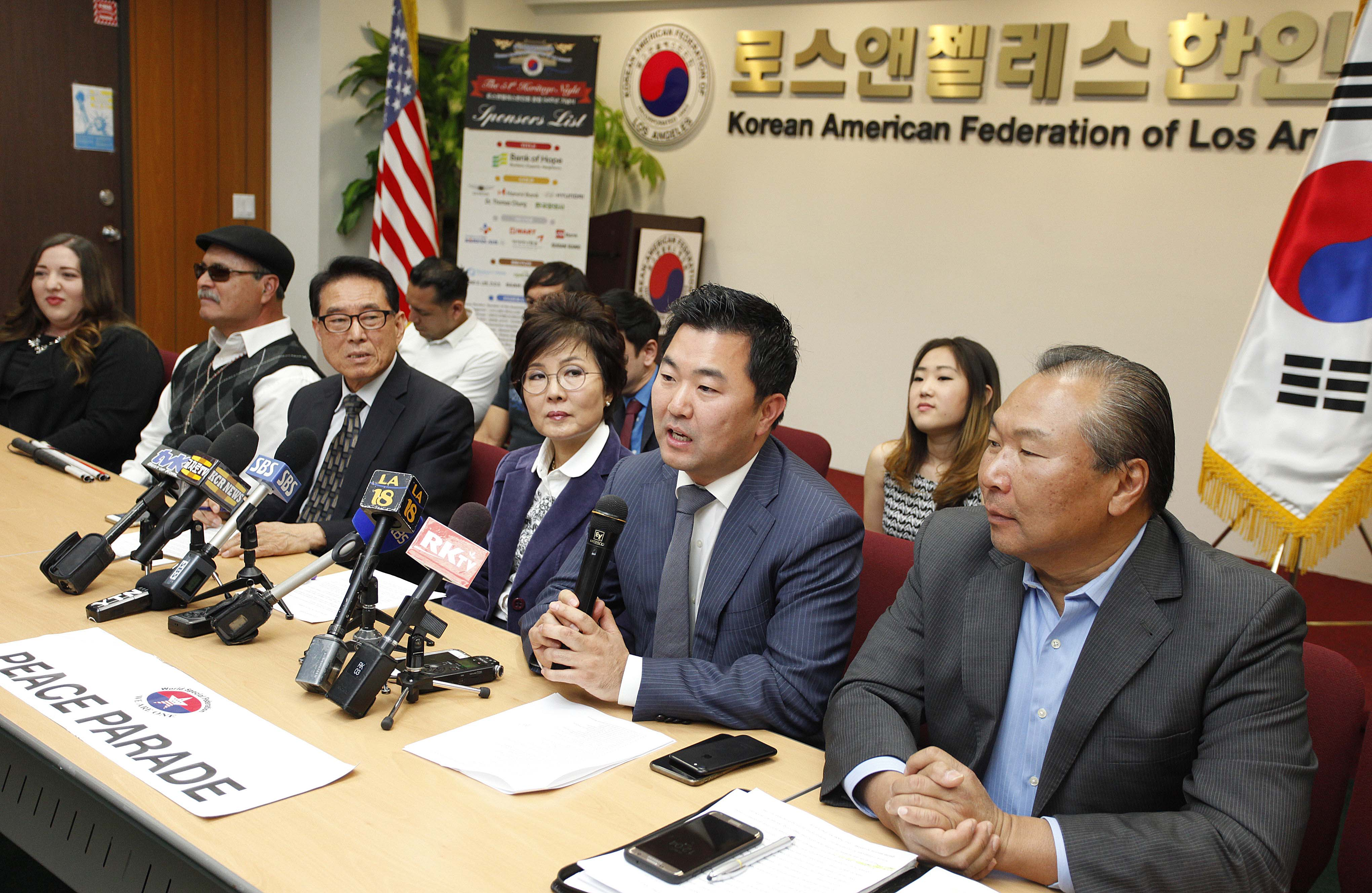 L.A. City Councilman David Ryu (second from right) and Korean American Federation of L.A. chairwoman Laura Jeon are announcing the plans for the event to commemorate the 25th anniversary of the L.A. riots. By Sang Jin Kim